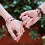 Rester à la pointe de la tendance en portant  des bijoux ethniques